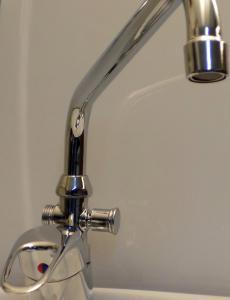 RAAB Egykaros álló lengőcsöves kád-mosdó (KMT.) csaptelep zuhanyszett nélkül